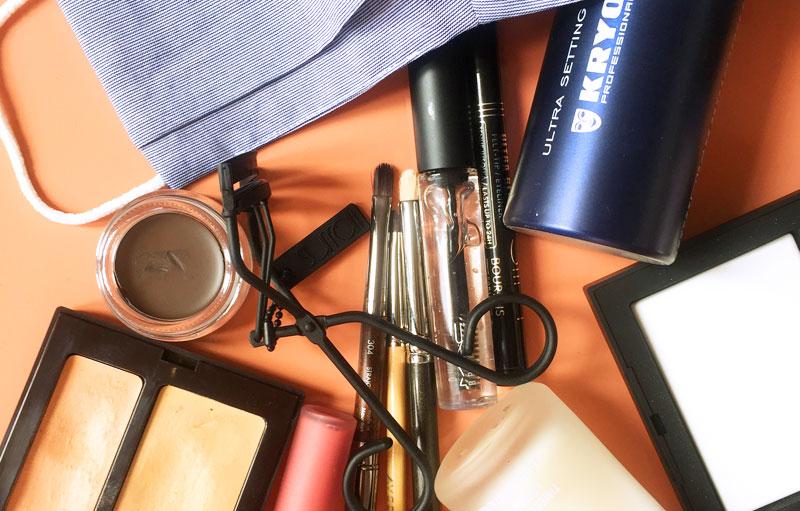 Products for makeup to be worn with face masks/Produits pour un maquillage à porter avec un masque